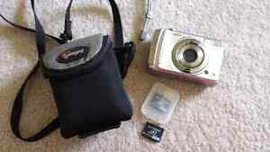 Fujifilm camara and case and 2 memory cards