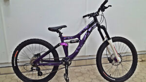 Specialized Gromhit kids downhill mtb - Showroom Condition