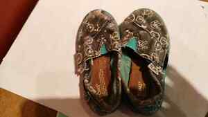 Toms toddler size 5 shoes London Ontario image 3