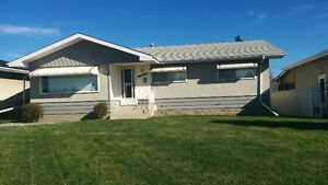I am looking for a mature female to share 3 bedroom home Edmonton Edmonton Area image 1