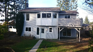 Willow Point/Campbell River  Upper Level Unit --Corner Lot!