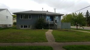 Forest Heights Close to Downtown/UofA/MacEwan/NAIT
