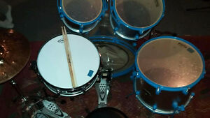Ddrum set à vendre 350$ & Double Pédale Pearl 100$. Lot : 400$