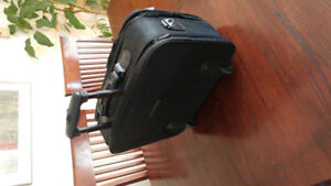 Computer / LCD projector bag with wheels and adjustable handle