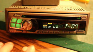 -- ALPINE - CAR RADIO / Stereo - AM/FM/CD -- FREE DELIVERY --