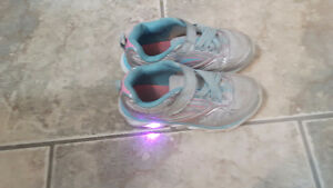 GIRLS SIZE 10 RUNNING SHOES.