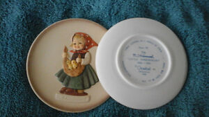 "Hummel  ""Little  Homemakers"" , pair of figurines  and mini-plate Kitchener / Waterloo Kitchener Area image 4"