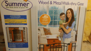 Child safety gate - Summer brand, wood and metal