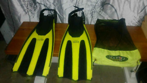 EXCELLENT LARGE YELLOW DOLFINO DIVING FINS