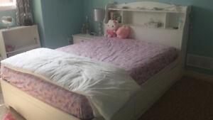 Girls' bedroom furniture