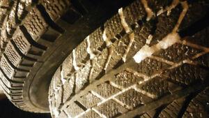 235 70 16 2 pneus d'hiver BFGOODRICH $100 les 2