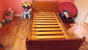 Base de lit ajustable pour enfant avec matelas