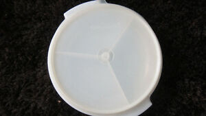 VINTAGE 3 PART DIVIDED TUPPERWARE CONTAINER WITH LID
