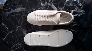 ADIDAS Cream Suede Trainers! (Never worn)