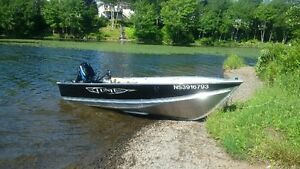 Lund 14 foot Aluminum Boat, trailer with Mercury 25 hp