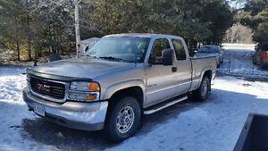 2001 GMC Sierra 2500 SLE Pickup Truck