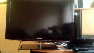 Samsung 720P 32 inch LCD $80 obo free delivery