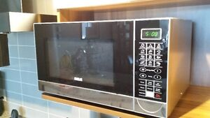RCA Microwave Oven with turn-table.