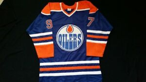 Connor McDavid Adult XL Edmonton Hockey Jersey