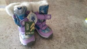Brand new girl's winter boots size 9