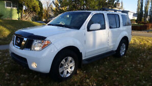 2006 Nissan Pathfinder LE 4x4 SUV  One owner