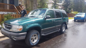 1999 Ford Explorer XLT 4WD - low mileage and BRAND NEW TYRES