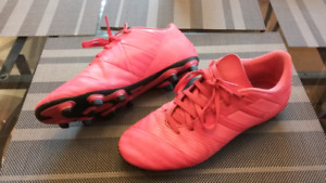 Soccer shoes size 7.5 US