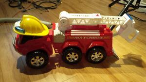 Matchbox Giant Ride On Fire Engine Truck / Camion de Pompier