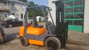 CHARIOT ELEVATEUR,TOYOTA,6000LBS,3 SECTIONS, SIDE SHIFT, FFL
