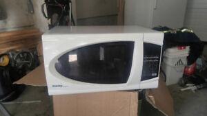 Danby Microwave  1000w