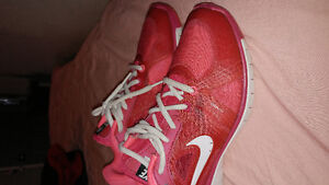 NIKE TRAINING MOVE FIT SNEAKERS SIZE 8.5