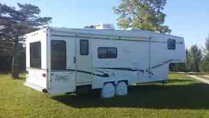 2002 Topaz 5th Wheel - like new condition