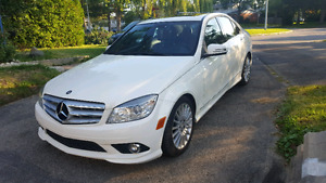 REDUCED / REDUIT MERCEDES C250 4MATIC 2010