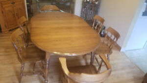 Vintage Dining Room Table with 6 Chairs