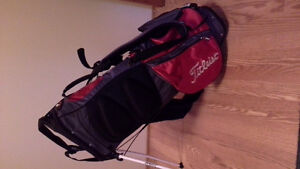 Titleist golf bag with stand