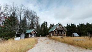 *OFF THE GRID and TOTALLY SUSTAINABLE!* 2098 Pioneer Rd, Powas