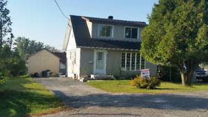 Nice home with fenced yard on a cul de sac. Elliot Lake !!!