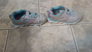 GIRL'S SIZE 10 RUNNING SHOES.