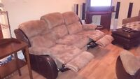 FULSIZE COUCH w/DUAL RECLINER