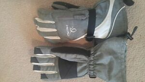 Ladies Head Ski Gloves. Cambridge Kitchener Area image 1