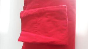 ENSEMBLE DE DRAPS KING ROUGE