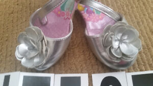 Shoes for girls Size 8 , perfect condition , wear few time insid