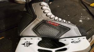 Boys hockey skates Easton size 7 d