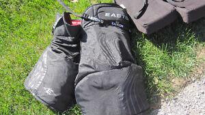 Hockey Goalie equipment Peterborough Peterborough Area image 2