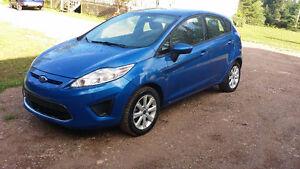 2011 Ford Fiesta -LOW KMS!!!!