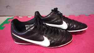Nike Soccer cleats size 1 London Ontario image 1