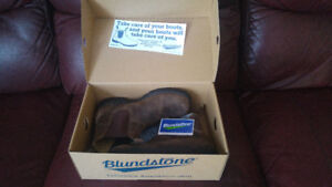 gently used, unisex brown blundstones size 6