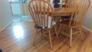 Beautiful Oak Dining Table with 4 Chairs