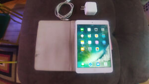 ***APPLE IPAD MINI2***Like NEW with Case & Charger***