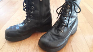 Womens size 8 HARLEY DAVIDSON black leather boots